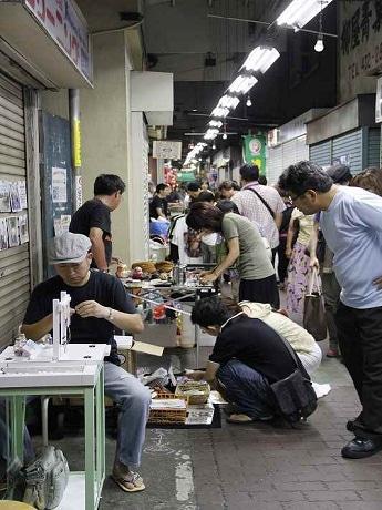 「ドッキリヤミ市場」の様子