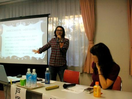 イベントの様子。左より、戸塚由美さん、違克美さん