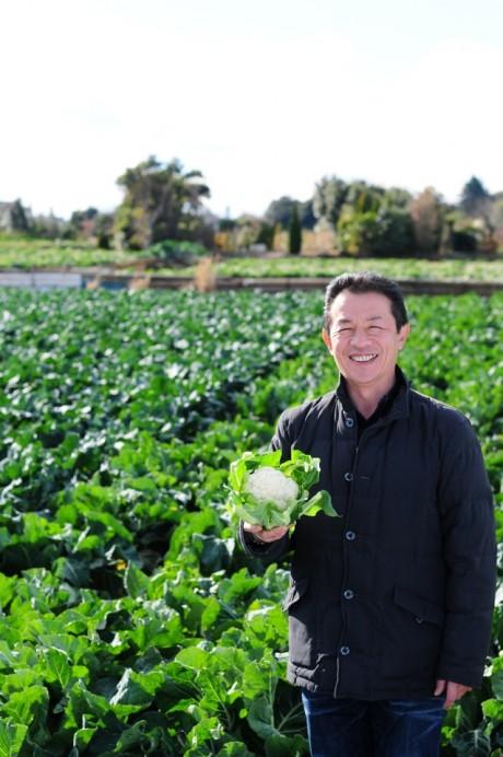 生産者から直接野菜を仕入れている椿直樹さん(撮影:川名マッキー)