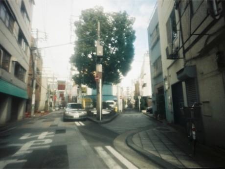「野毛おでん」に展示されている写真家・秋山直子さんの作品