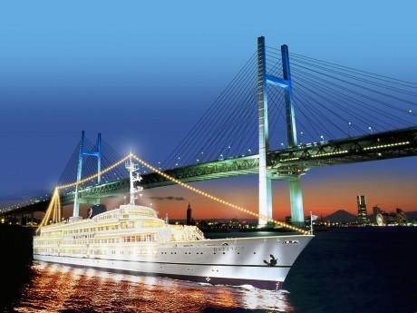 3月17日に就航12周年を迎えるエンターテインメント船「ロイヤルウイング」