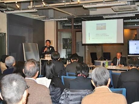 「神奈川の県立図書館を考える会」が主催した第1回政策提案シンポジウム「民間からの政策提案-これからの県立図書館像」=2013年3月2日・横浜市中区