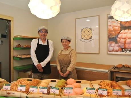 メロンパンファクトリー代表の西川信吾さん(左)