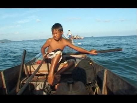 ザイ・クーニン《リアウ諸島》:2003年、ビデオ(30分)、シンガポール美術館蔵