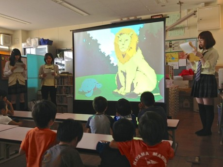 横浜総合高校生徒たちによる朗読の練習のようす