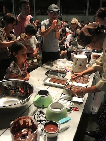 実演セッションでは、手作りのチョコが参加者にふるまわれた
