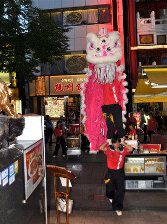 国慶節「慶祝獅子舞」の様子