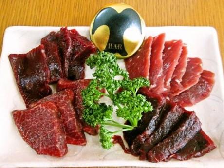 過去の「鯨Bar」で提供された鯨赤肉