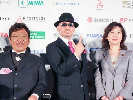 左より日本バリアフリー協会代表理事の貝谷嘉洋さん、CKBの横山剣さん、衆議院議員の野田聖子さん