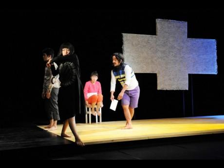 チェルフィッチュ『地面と床』KYOTO EXPERIMENT2013(撮影:清水ミサコ/Misako Shimizu)