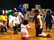 NPO法人「あっちこっち」が子ども向けワークショップ-KAATで工作・音楽・ダンスを体験