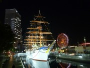 イルミネーション装飾の帆船日本丸で「クリスマスナイト」