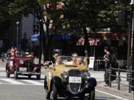 出走予定車両(手前から、1935年 ダットサン14型フェートン、1936年 ダットサン15型ロードスター)