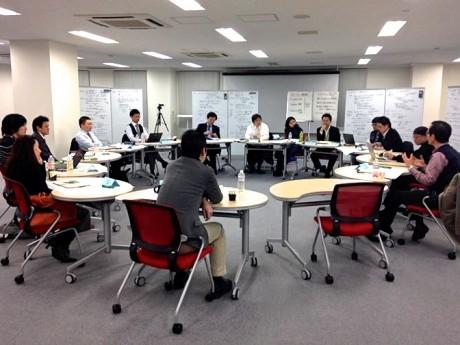 社会課題に関心ある企業人らが集まる「越境リーダーシッププロジェクト」のワークショップ