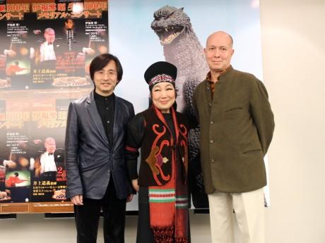 (左から)監修する和田薫さん、マリンバ奏者の安倍圭子さん、指揮者の井上道義さん