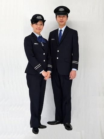 横浜市交通局の新制服。モデルは地下鉄駅の職員