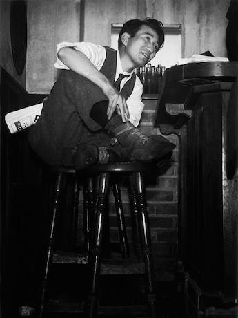 撮影:林忠彦 1946年 バー・ルパンにて