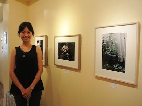 写真家の横山和江さん。作品は全てフィルムで撮影した