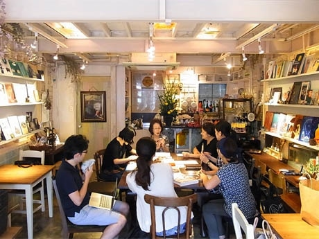 アートスペース「と」で行われた「和菓子職人から学ぶ伝統の技」