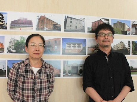 「まちかどの近代建築写真展」をコーディネートした岡崎紀子さんと金山眞人さん
