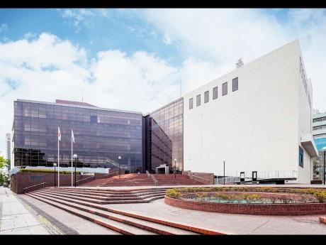 改修工事を終えリニューアルオープンした「神奈川県民ホール」外観