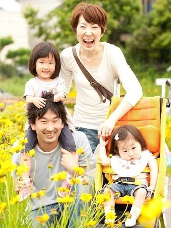 上映会には、出演の加藤さん一家も全員参加する