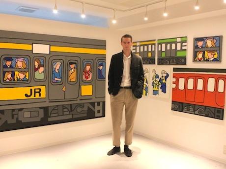 オランダ人アーティストのタイメン・フィサーさん。個展では電車をモチーフにした作品を多く展示する