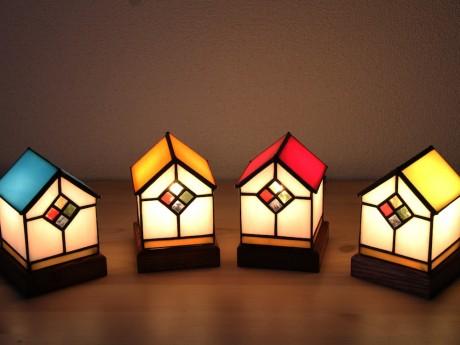 クリスマスをテーマにしたステンドグラスを出品する「maison du verre」