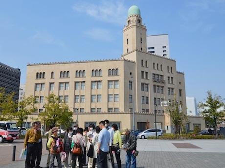 横浜シティガイド協会のガイドツアーの様子