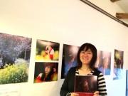 手回しオルガン奏者・紀あささんが伝説の大道芸人・ギリヤーク尼ヶ崎さんの写真集出版、六角橋で写真展も