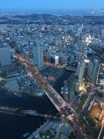 横浜市新市庁舎の建設予定地(写真中央部の空き地)