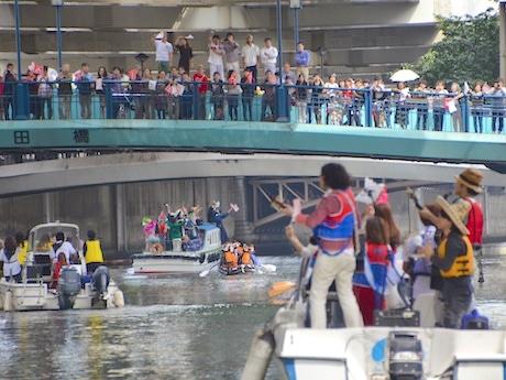 昨年の運河パレードの様子