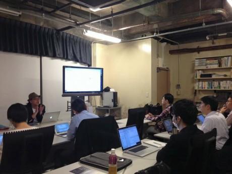 「iPhoneアプリ開発Swift講座」の講師を務める桑村さん