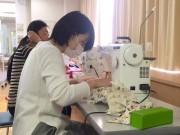子育て支援グループ「まま力の会」がミシンワークショップ 入園入学グッズの手作り後押し