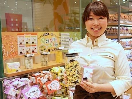 「好きなみそと具材で自分だけのみそ汁を」と店長の市田清美さん