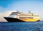 横浜港に5つ星客船「フォーレンダム」入港 異名は「船上美術館」