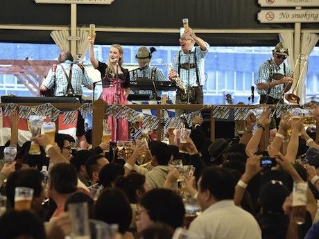 横浜オクトーバーフェスト乾杯の様子