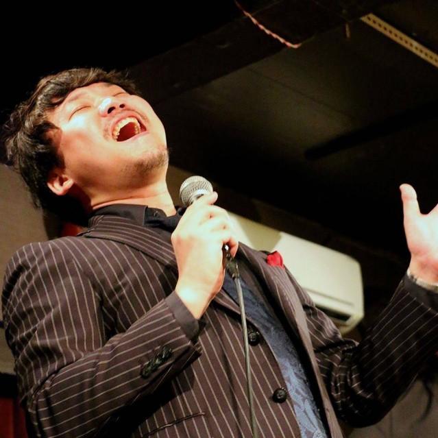 和田明さんは1988年生まれ。NYでBarry Harris、Marion Cowingsのレッスンを受講後、都内を拠点に活動している