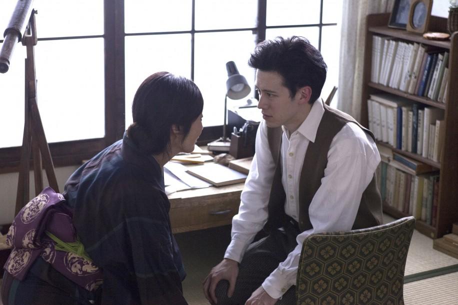 ドラマパートではウエンツ瑛士さんがヘンリ・ミトワさんを演じる