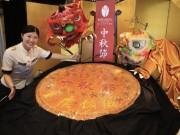 横浜中華街に直径1メートルの「中秋大月餅」 300人に無料配布