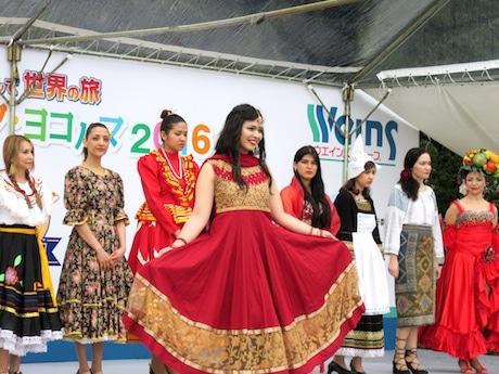 ワールドファッションショーの様子