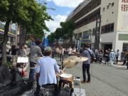 吉田町の路上で「吉田町アート&JAZZフェスティバル2018」 歩行者天国に周辺飲食店も出店