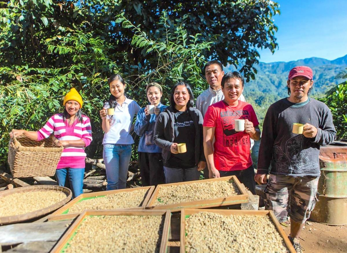 フィリピンのトゥブライ郡のコーヒー生産者の皆さん