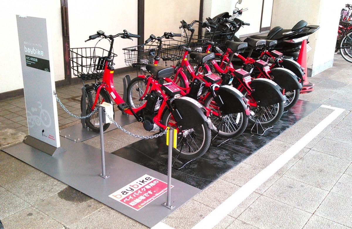 イオン本牧店に設置されたベイバイクのサイクルポート