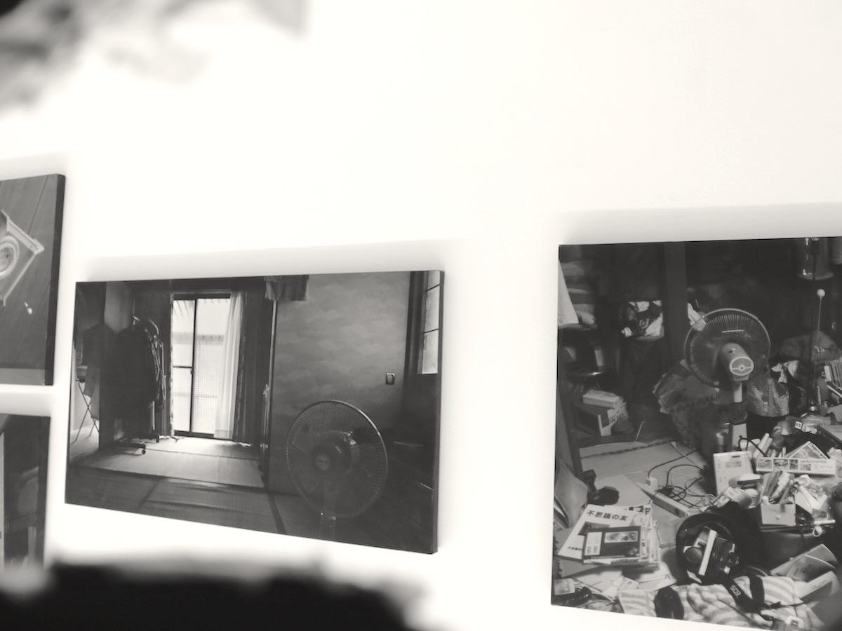 渡辺篤さんが「アイムヒア プロジェクト」で引きこもり当事者から募集した自室の写真。乱雑に散らかった部屋もあれば、物がほとんどない部屋もある