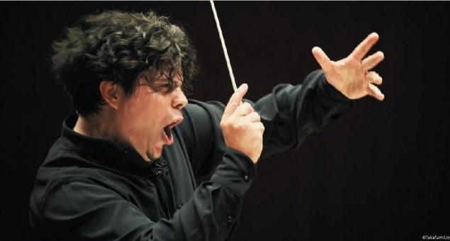 アンドレア・バッティストーニ氏 イタリアを代表する指揮者で、同世代の最も重要な指揮者の一人と評されている。