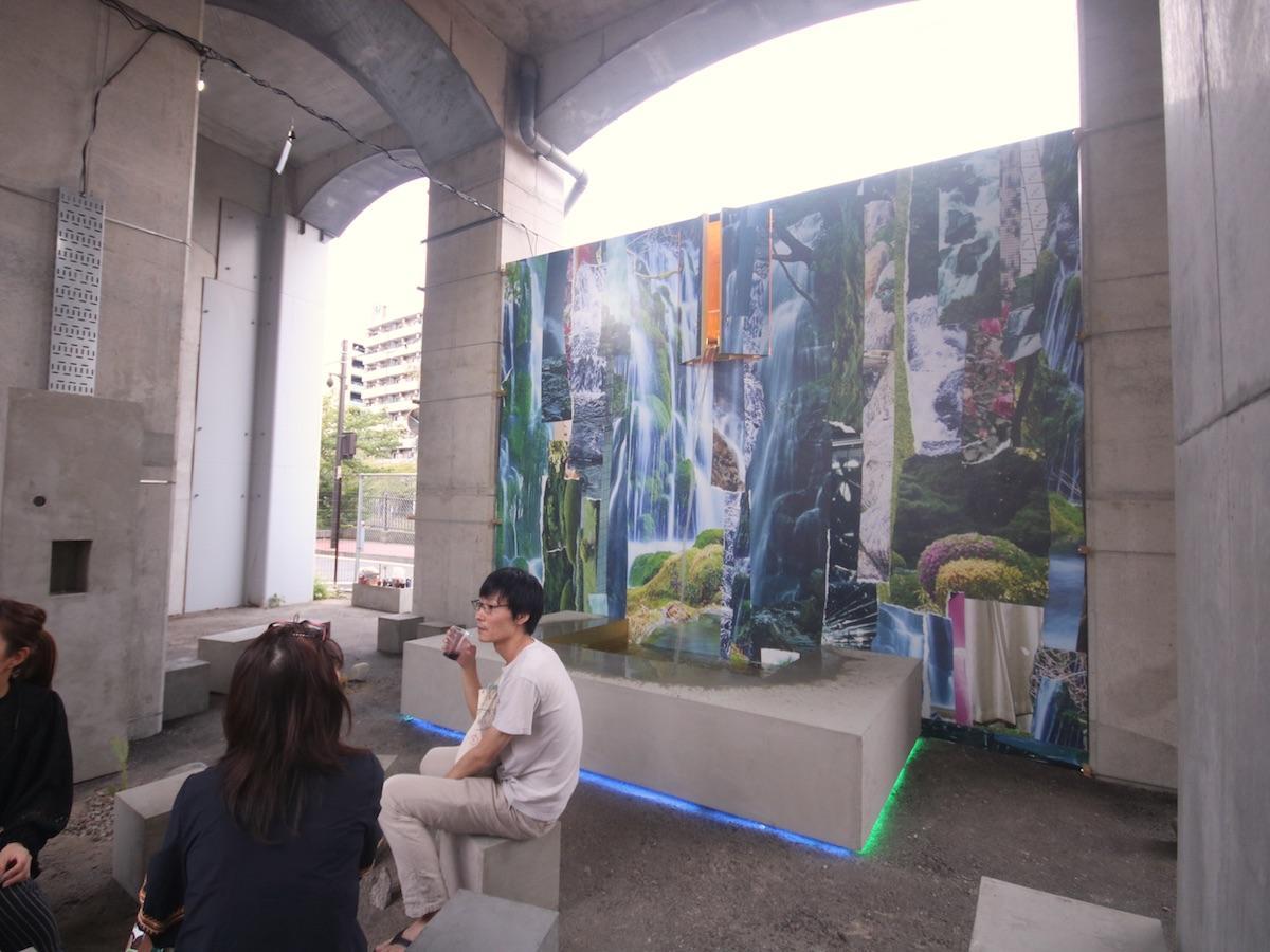 「ニワニワパラダイス」による、大岡川や日ノ出湧き水から着想を得た人工庭園