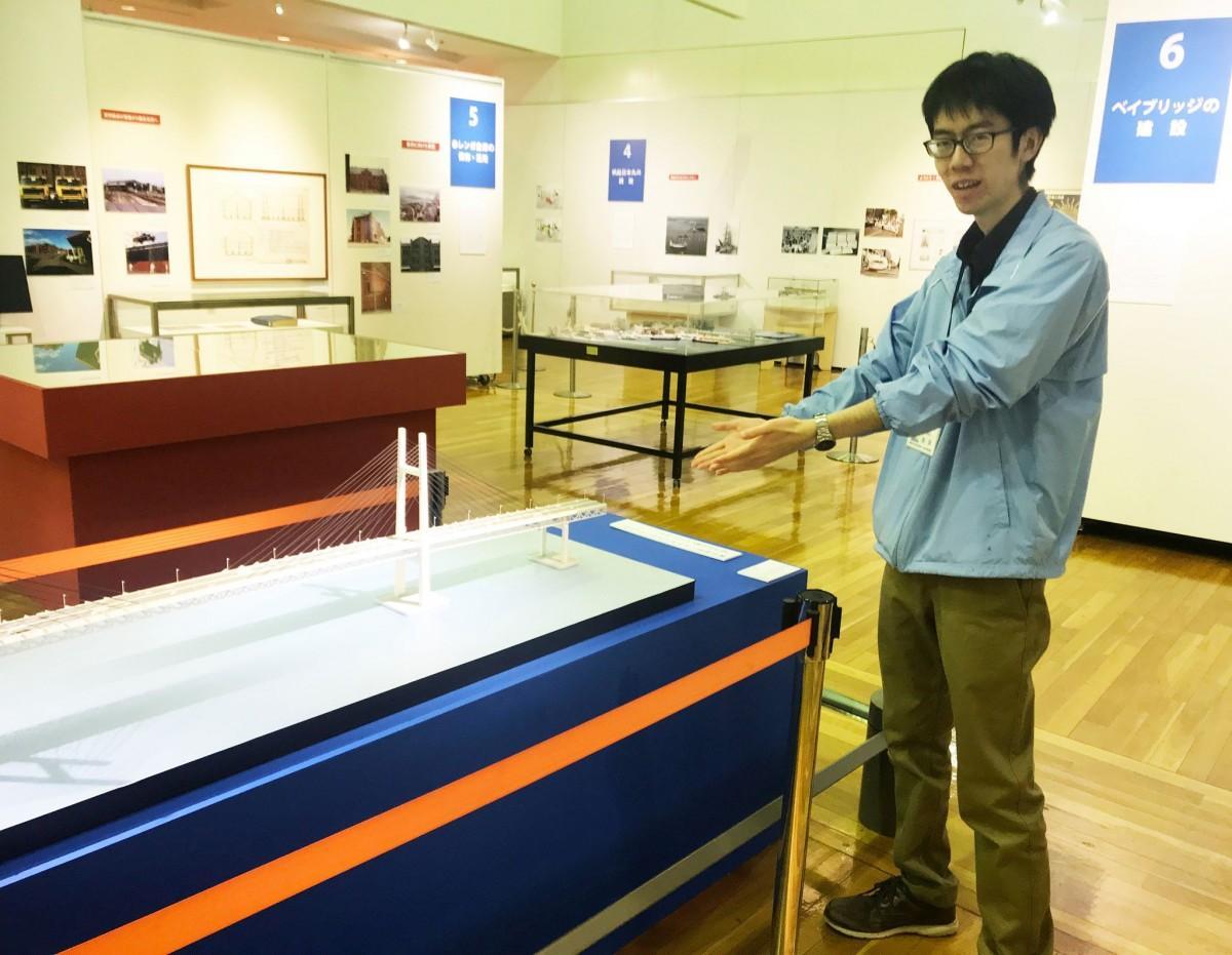 横浜みなと博物館で企画展を担当した学芸員の奥津憲聖さん