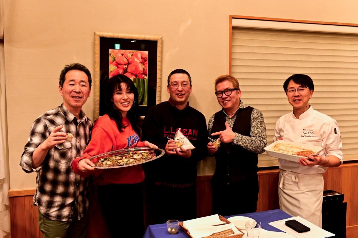 左から石井泰二さん、鈴木真由子さん、中村弘さん、太田久士さん、齋藤良治さん