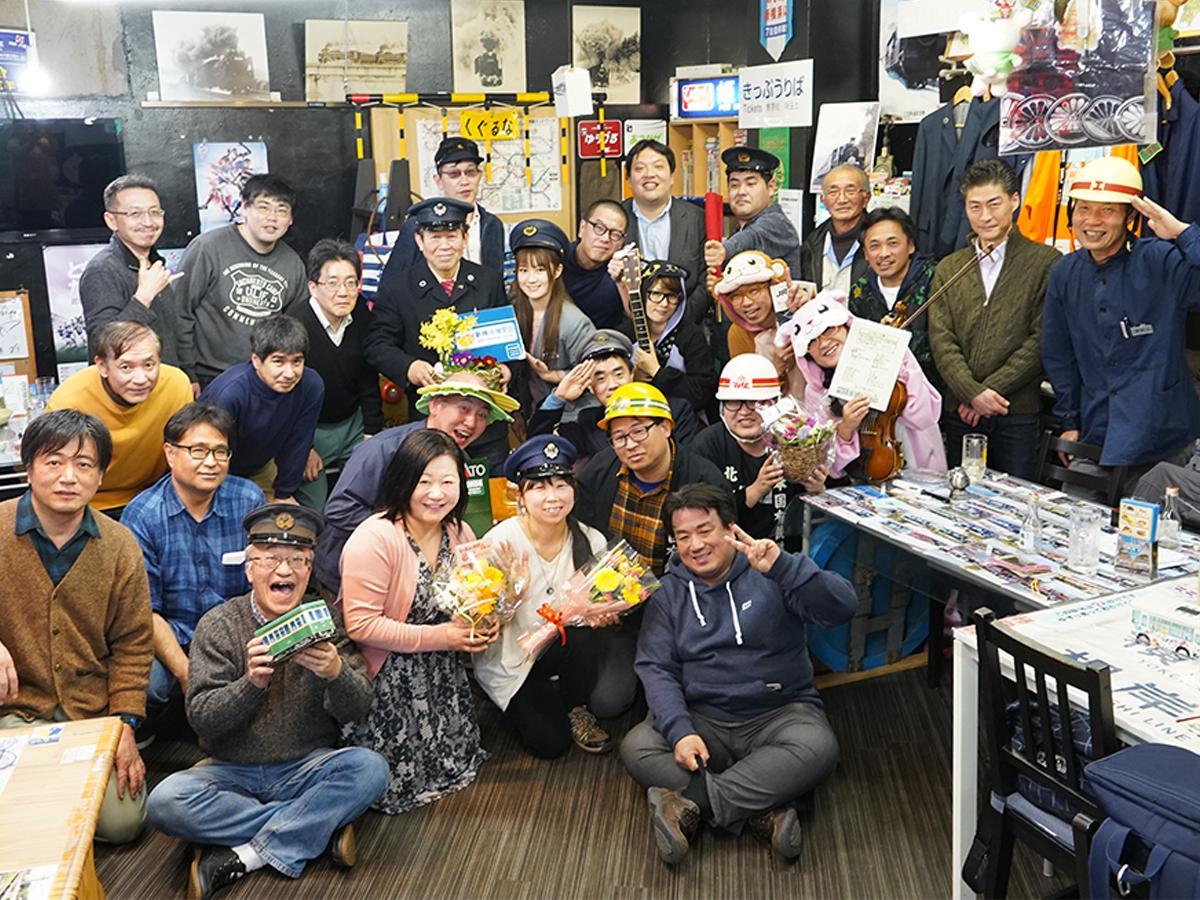 30人ほどの常連客が祝った15日の「新横浜機関区」8周年パーティー